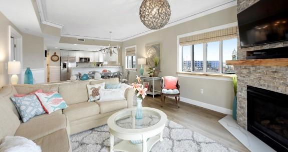 Astoria 302 Living Area