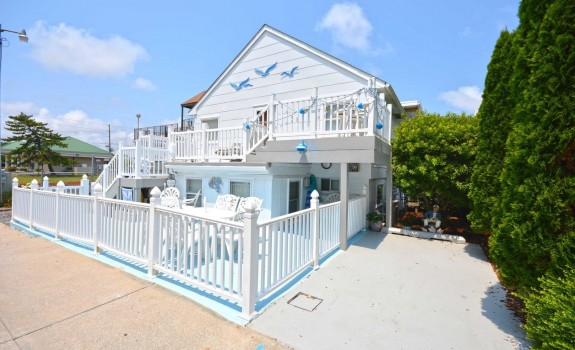 Single home ocean block in ocean city maryland